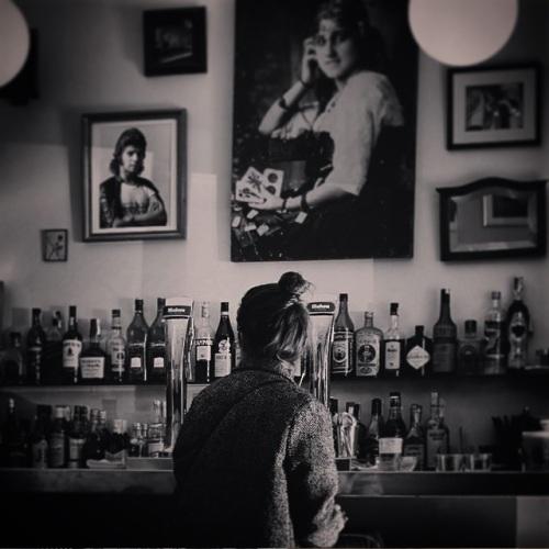 fille-bar-spainarchs